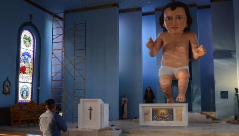 La figura del Niño Jesús que mide seis metros y medio