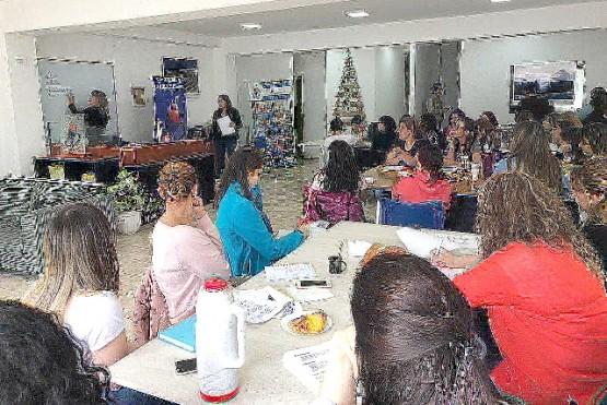Taller de instalaciones eléctricas domiciliarias para mujeres en Río Gallegos