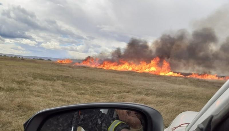 Incendio en los campos de Sarmiento