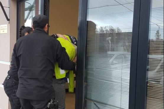 Momento de la detención de un tercer imputado (Foto El Sureño)