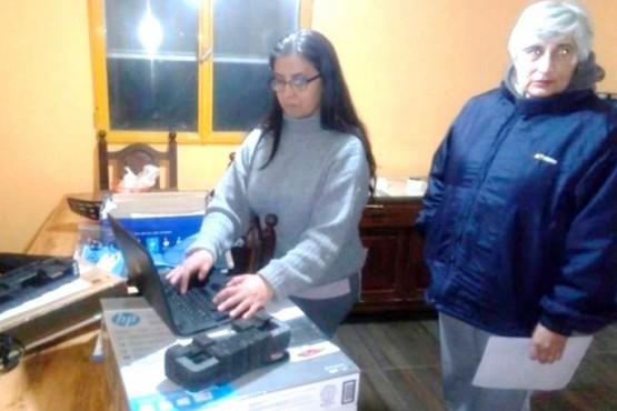 Silvia Crettón, cuando fue despedida y entregó materiales. Era delegada de ATE en la SAF el año pasado.