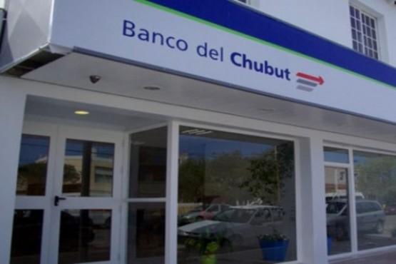 Estarán disponibles en la red de cajeros automáticos o por ventanillas del Banco del Chubut este viernes.