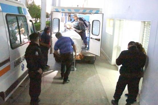 El joven fue llevado al nosocomio tras ser rescatado de la costanera.