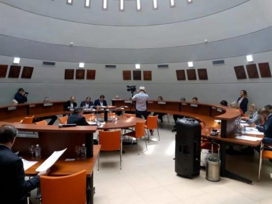 Sesión en la Legislatura.