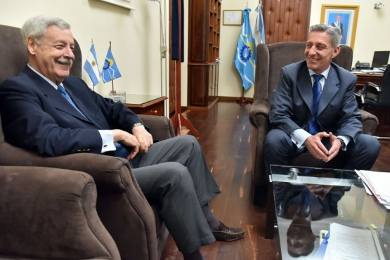 Arcioni recibió al ex gobernador José Luis Lizurume