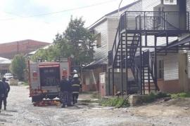 Evacuaron a 20 familias tras un incendio en los pabellones