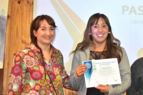 Entregaron un certificado de agradecimiento a la Lic. Andrea Bayón