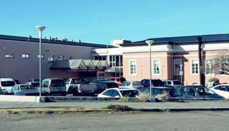 El joven quedó internado en el Hospital de la ciudad de Puerto Deseado.