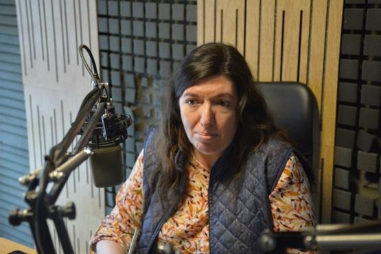 Julia Chalub en los estudios de Tiempo FM (Foto C.R.)