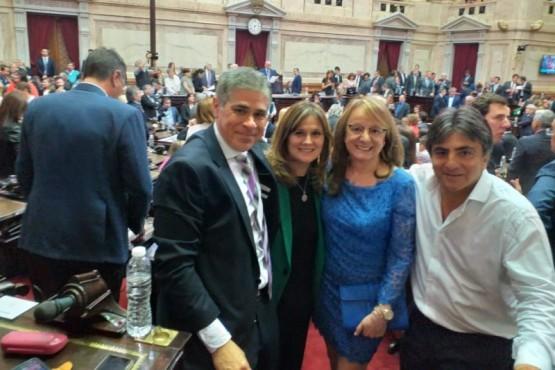 Alicia junto a Vessvessian, Vázquez y González.