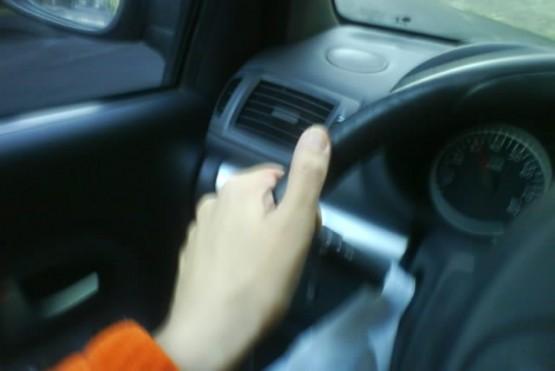 El sujeto se encontraba dentro de su auto (foto ilustrativa).