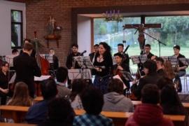 Espina se presentó en un concierto junto a la Escuela Re SI