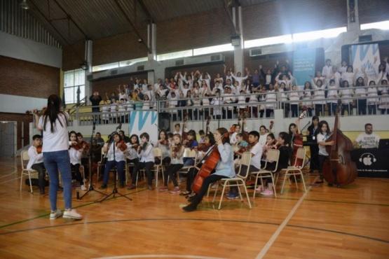 400 niños y niñas realizaron una presentación coral