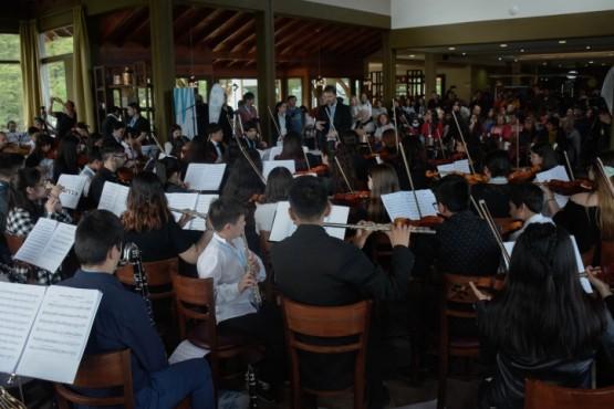 La Orquesta Sinfónica Juvenil se presentó en el Glaciar Perito Moreno