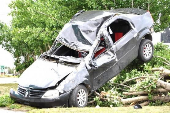 Estado en que terminó el rodado tras volcar y chocar a otro estacionado. (Foto: J.C.C.)