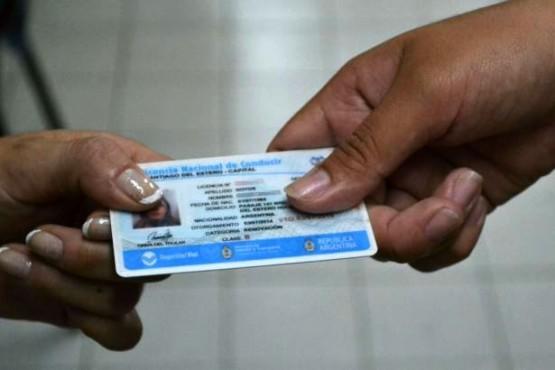 Vecinos reclaman por el libre de impuestos para obtener el carnet.