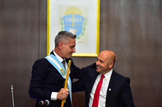 Arcioni juró como gobernador del periodo 2019 - 2023