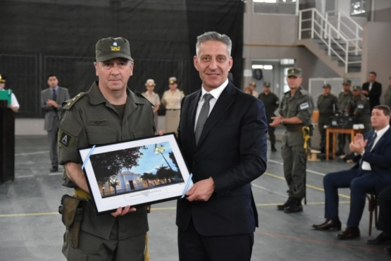 Mariano Arcioni con las nuevas autoridades.