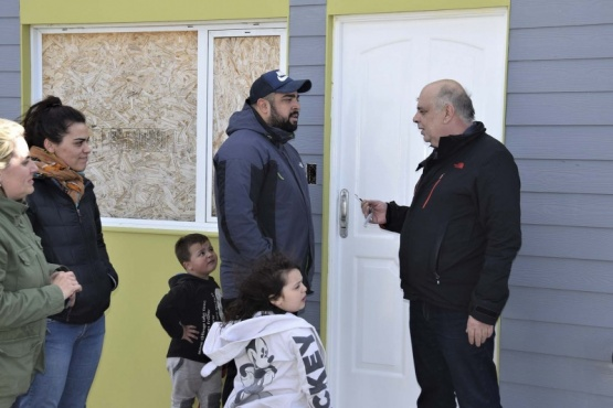 Giubetich entregó 20 viviendas a trabajadores municipales