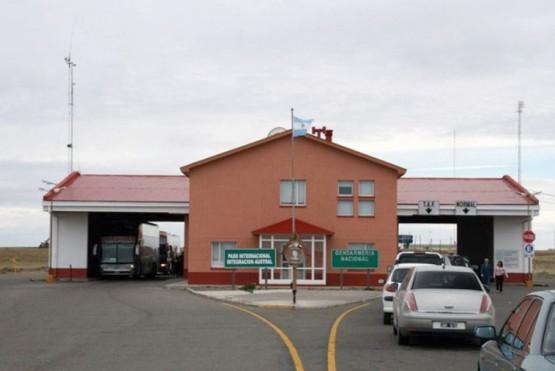 Frontera Monte Aymond con 24 horas de servicio