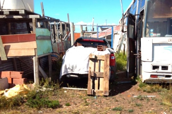 Lugar donde fue encontrada la camioneta escondida.
