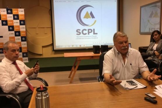 Conferencia en la Sociedad Cooperativa Popular Limitada de Comodoro Rivadavia.