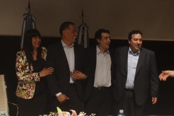 Los hermanos Carambia con el Vicegobernador.