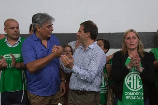 Juan Pablo Luque junto a la comisión directiva de ATE.