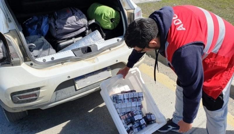 Paquetes de cigarrillos incautados por el personal de la Aduana chilena.