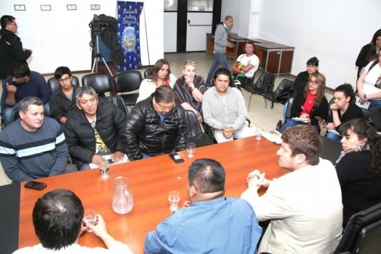 Reunión entre vecinos y concejales (C.G)