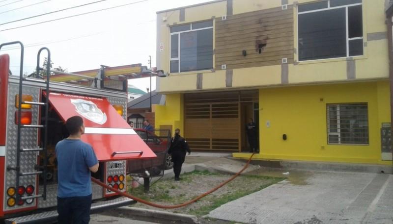 Personal de bomberos en el lugar.