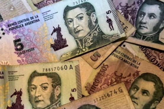 Billetes de cinco pesos.
