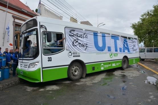 La UTA afuera de la Comuna de Río Gallegos (C.Robledo).