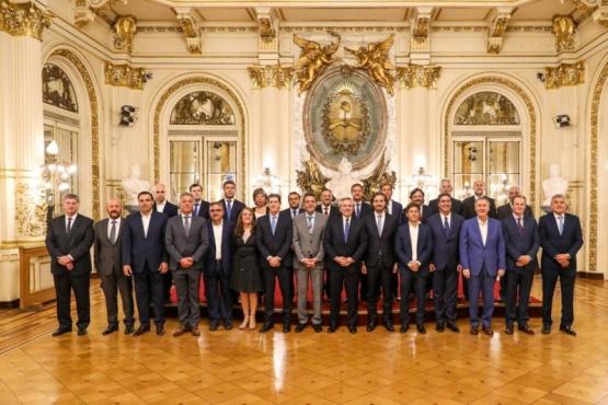 Alberto Fernández junto a los gobernadores.