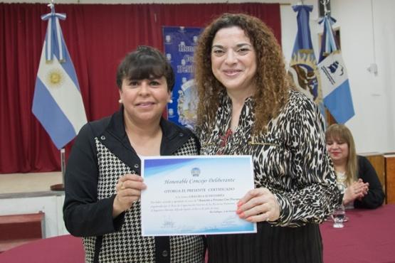 Entregó certificados a asistentes de los cursos de capacitación interna