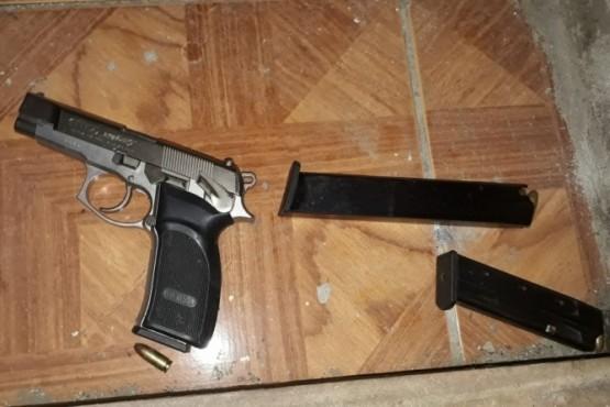 Allanamientos en busca de un arma en Comodoro Rivadavia.