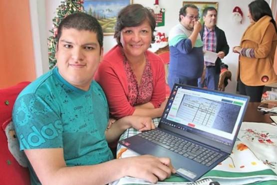 Diego López Molina que consiguió empleo por el proyecto de teletrabajo.