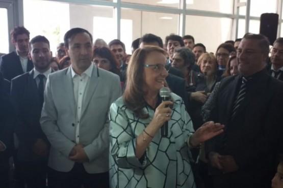 Alicia junto a Pablo Grasso en el nuevo edificio de IDUV.