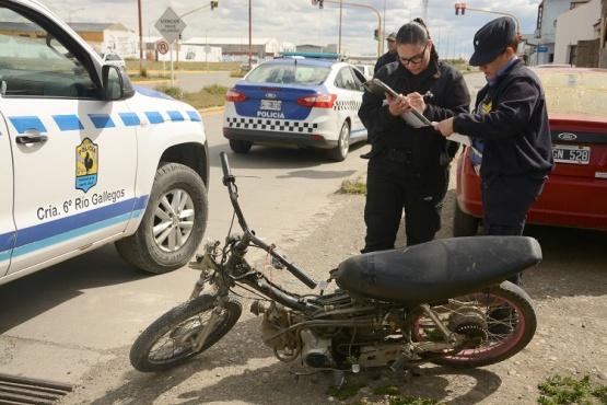 Choque de moto y auto. (F.C)