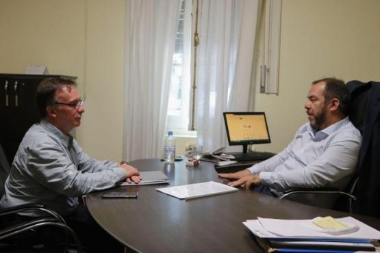 El ministro de Gobierno y Justicia del Chubut, José María Grazzini, con el intendente de Lago Puelo, Augusto Sánchez.