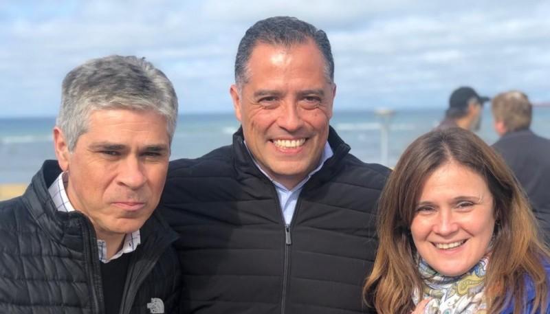 Quiroga junto a Vessvessian y González.