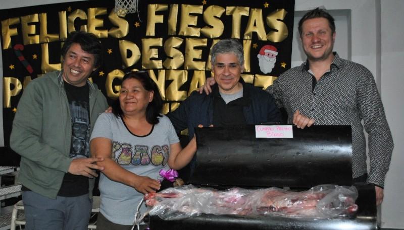 El mate bingo navideño contó con la presencia del concejal Fuhr y el diputado nacional González.