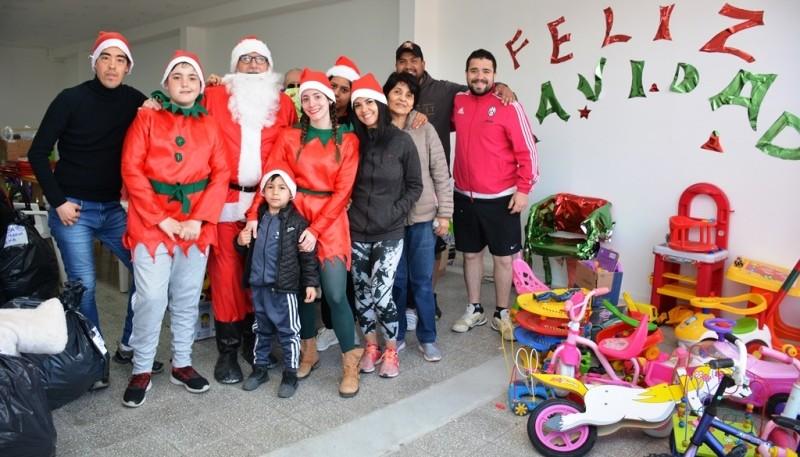 Papá Noel y sus ayudantes (Foto C.Robledo).