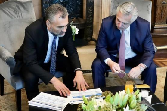 El Presidente junto al titular del ANSES.