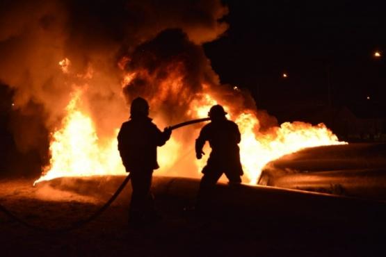 Arduo trabajo de bomberos (Fotos: M. Rebolledo).