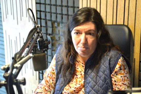 Julia Chalub en los estudios de Tiempo FM.