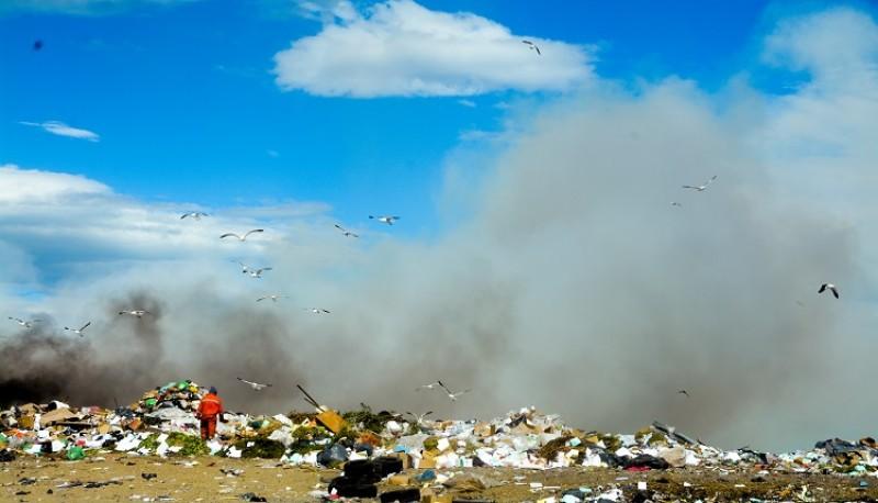 Incendio en el vaciadero municipal (F.C)
