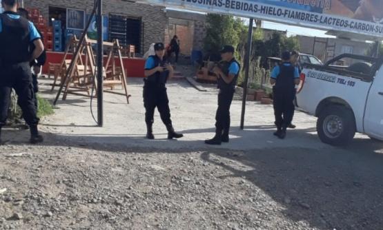 Personal policial en el lugar.