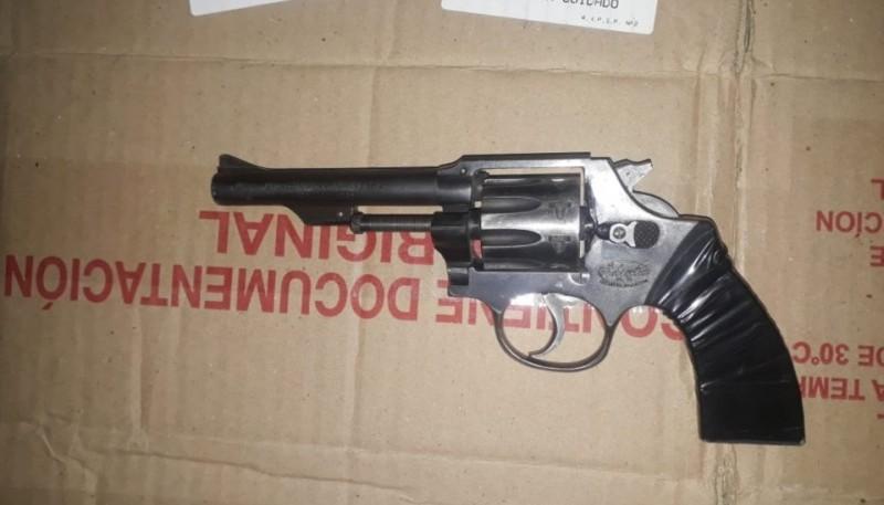 Joven detenido fuera de un boliche por portar un revolver