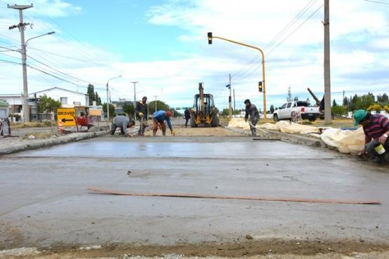 Trabajos de hormigonado en avenida San Martín. (C. Robledo)